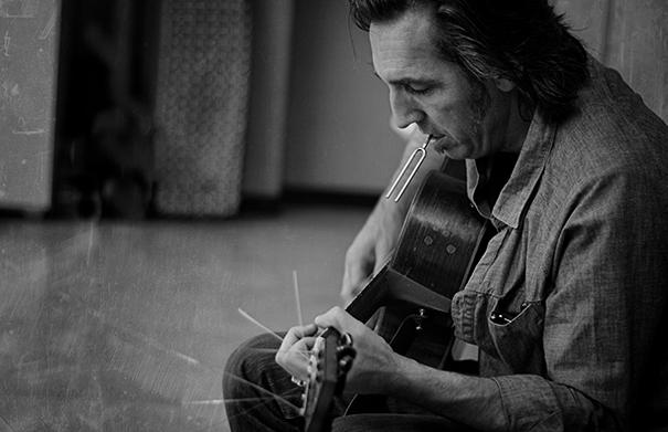 Stephen Fearing in Waterloo - Folk Roots Radio Interview