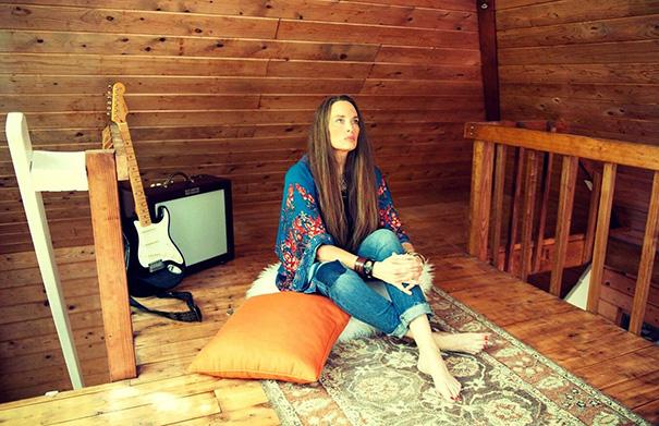 Kerri Powers Starseeds - Folk Roots Radio Interview