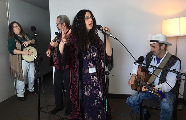 Mara Levine - Folk Roots Radio at FMO