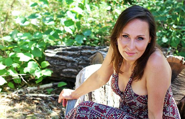 Monika Wall - Folk Roots Radio Interview